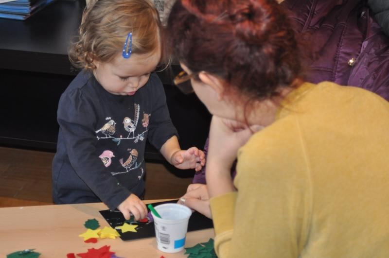 Helping mummy make a Christmas card