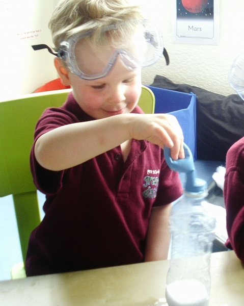 Science experiment using vinegar and bicarbonate of soda