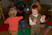 The children dance at Daisykins